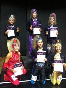 Disco Dancen juonioreiden soolo-luokan finalistit palkintoineen