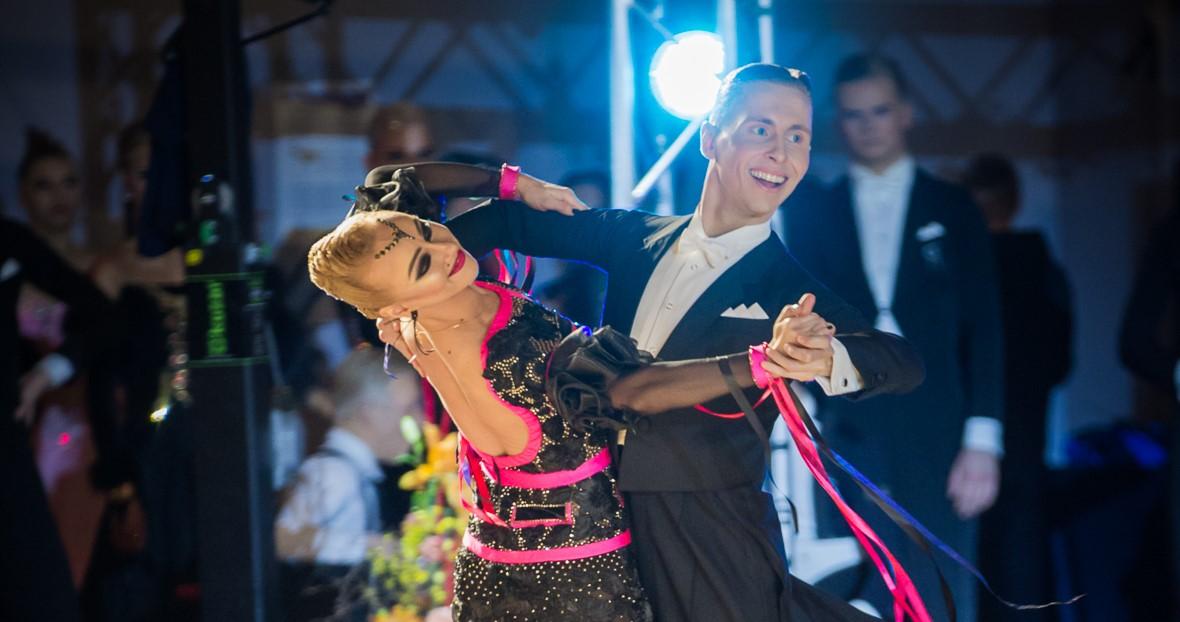 Anton Kurttila ja Nina Anderson tanssimassa