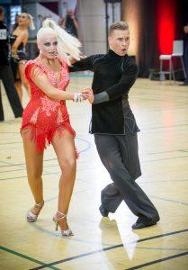 Henrik Saastamoinen ja Iida Johansson tanssilattialla