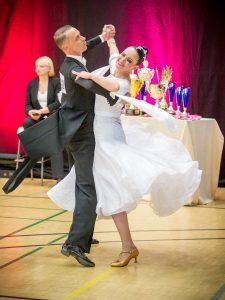 Olli-Pekka Vanhala ja Tiina Tarvonen tanssimassa