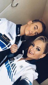 Johannes Saaristo ja Saimi Suomela selfiessä verryttelypuvut päällä kilpailumatkalla Lyonissa. Kuvan ottanut Saimi Suomela