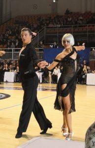 Miko Sirolinna ja Laura Lackman tanssivat, vuoden 2020 latinalaistanssien SM-kilpailuissa. Kuvan ottanut Lauri Nevalainen