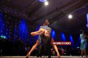 Robert Virenius ja Veera Hedman tanssivat. Kuvan ottaja Skurkstudio