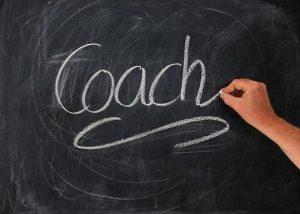 Liitutaulu, jolle on kirjoitettu sana coach